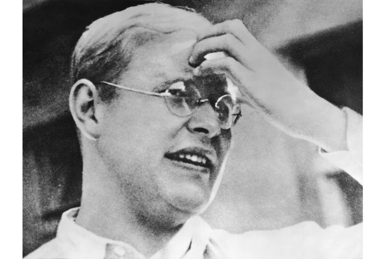 Biography of Dietrich Bonhoeffer, German Theologian and Martyr