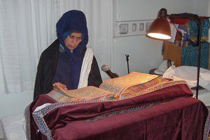Reading Akhand Paath