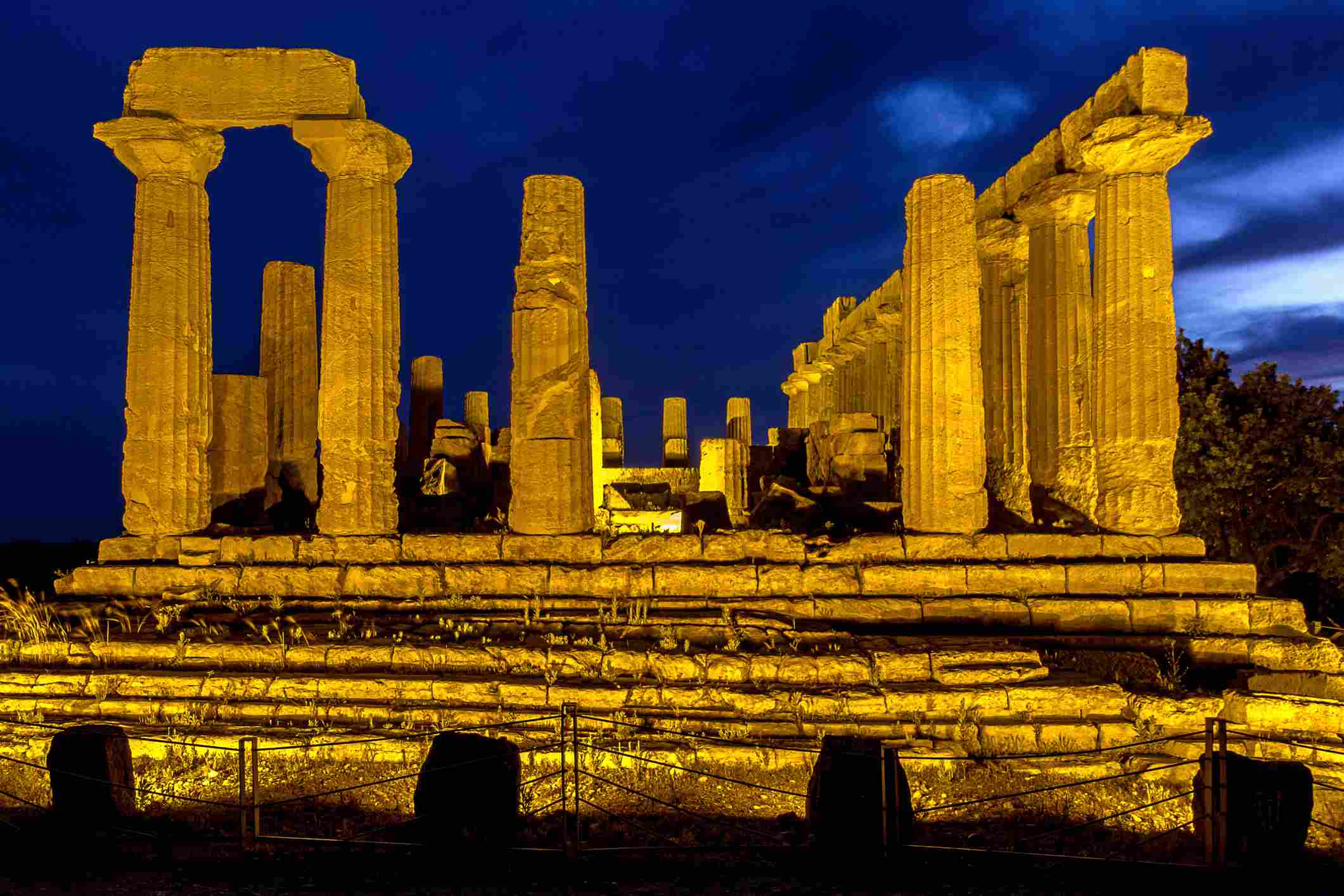 temple of Hera at night