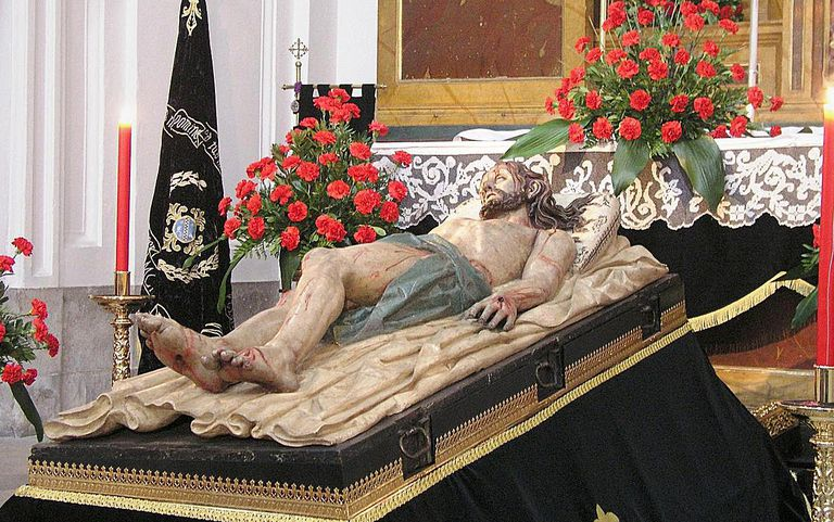 Statue of Jesus lying in the tomb