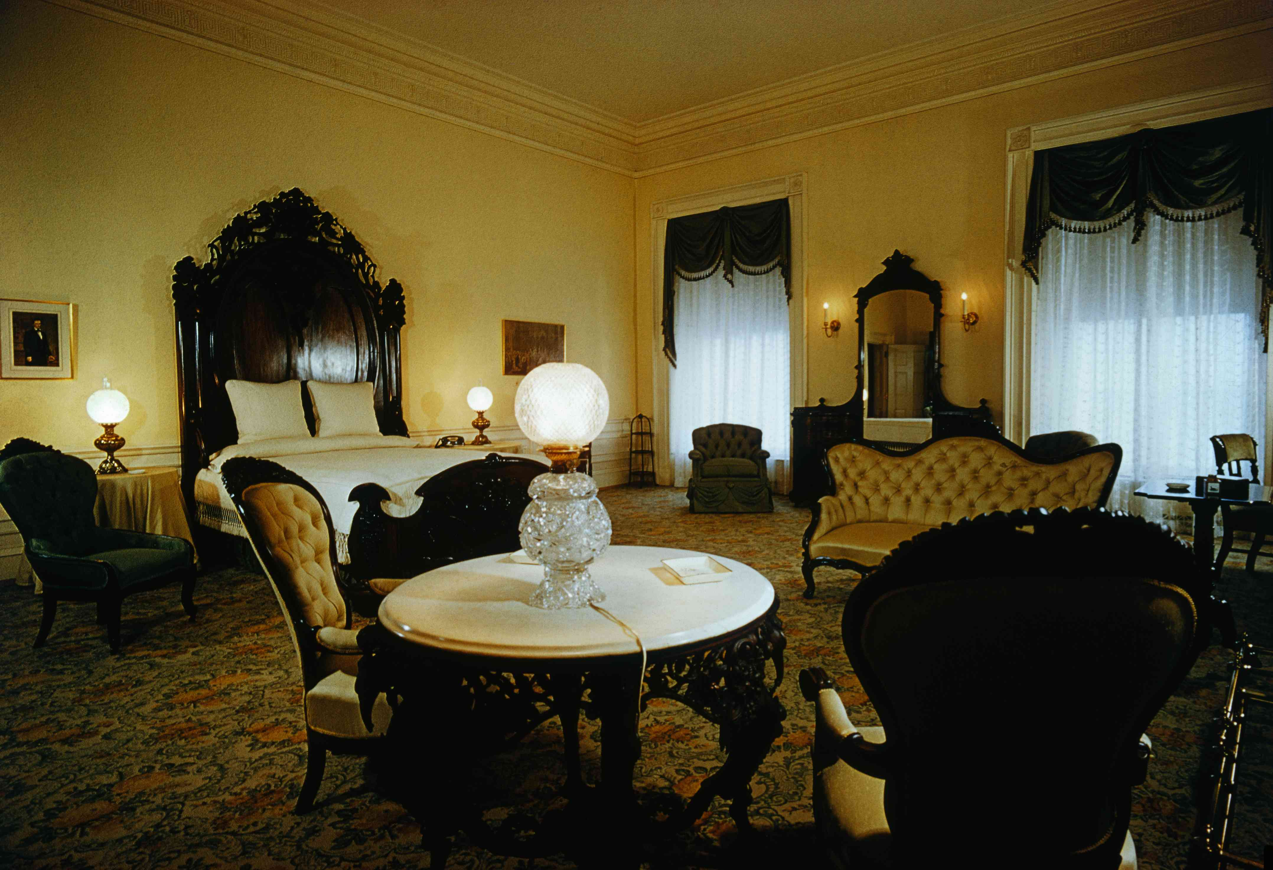 Lincoln Bedroom Ghost Stories and White House Ghosts