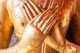 The Vajrapradama Mudra represents unshakable confidence and trust.