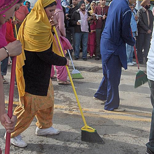 Guru Gadee Street Sweepers
