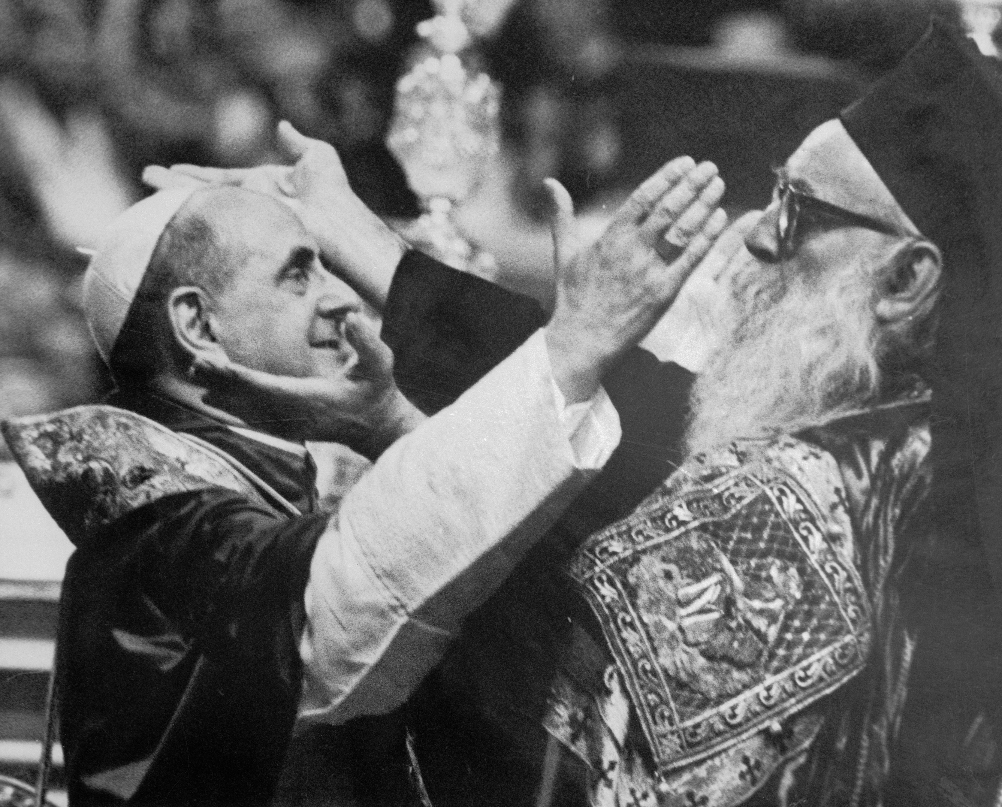 Pope Paul VI and Athenagoras give the Ceremonial Greeting