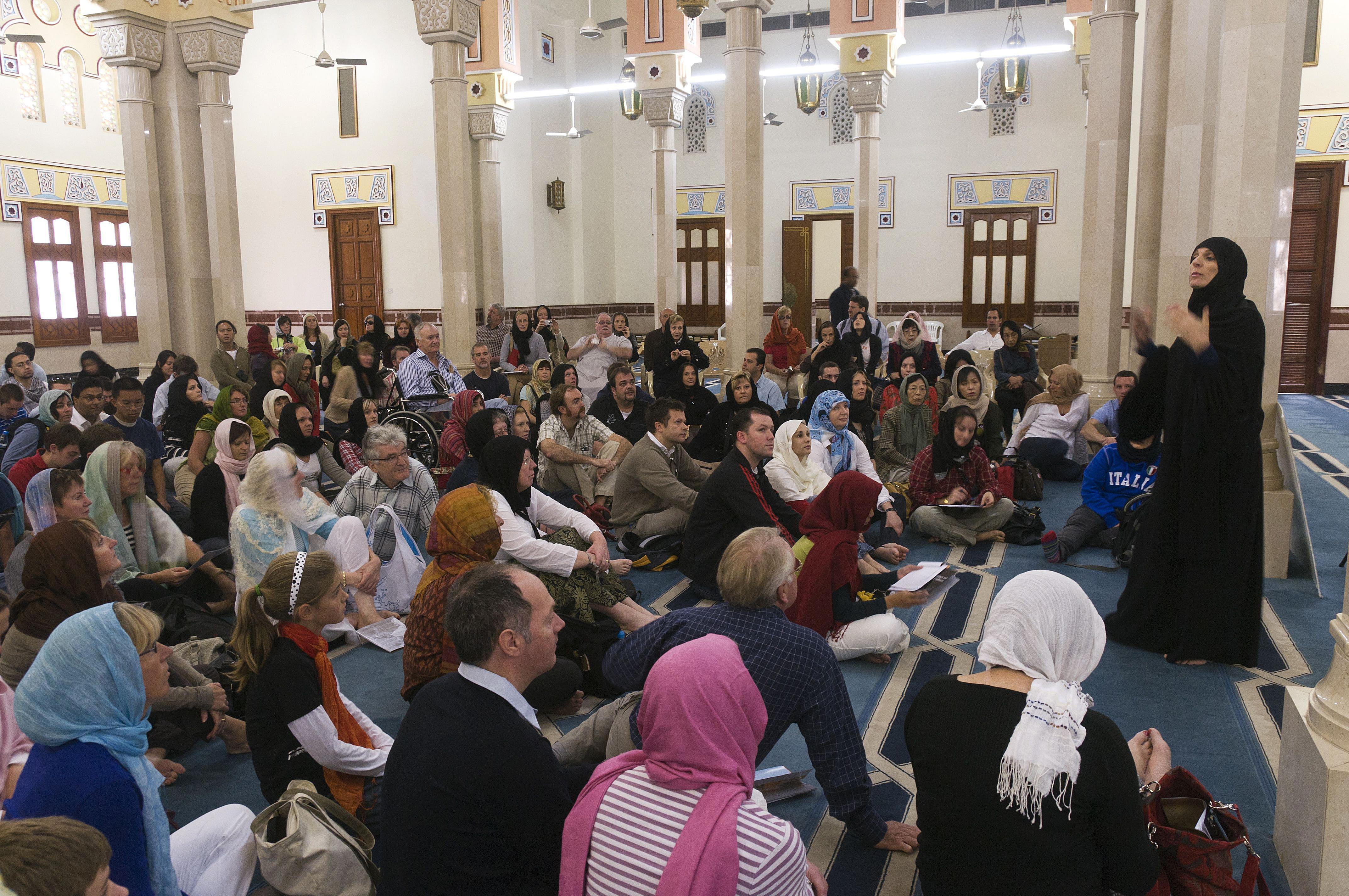 Tour inside Jumeira Mosque, Dubai