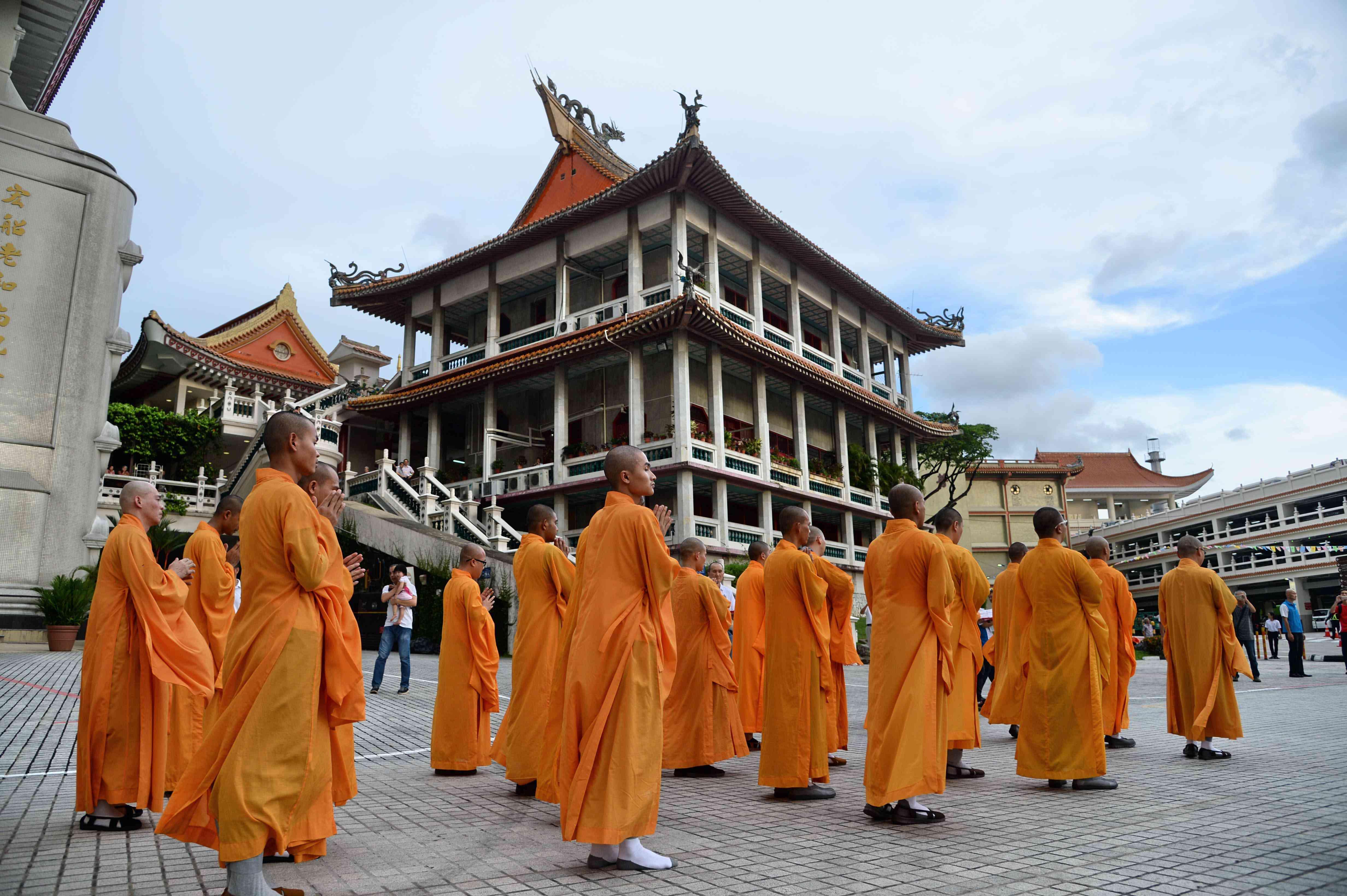 SINGAPORE RELIGION BUDDHISM