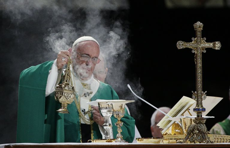 Pope performing the Liturgy