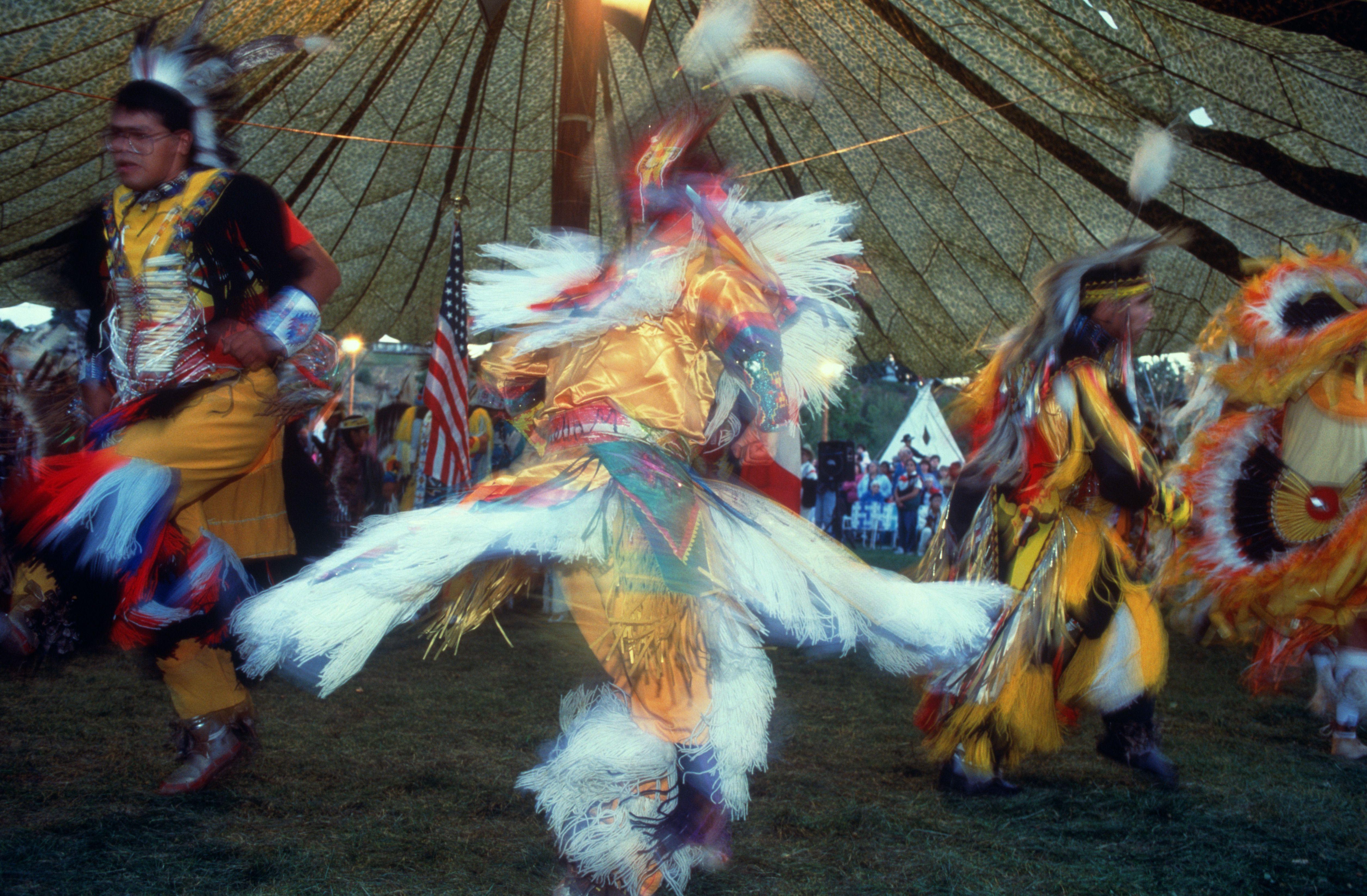 USA, Washington, Omak Reservation, Native Americans dancing at powwow