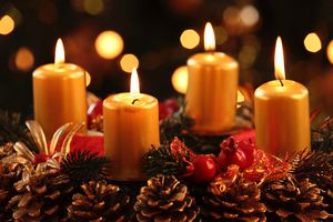 Advent wreath with four burning candles.