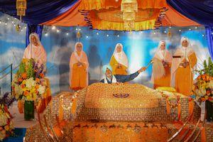 Sikh worshiping