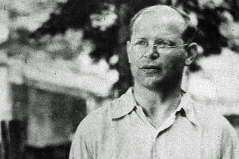 19 Notable Quotes by Dietrich Bonhoeffer