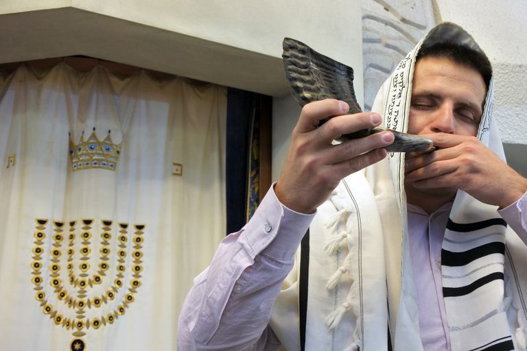 Jewish Rabbi blows Shofar for Feast of Trumpets