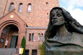 Hildegard von Bingen statue
