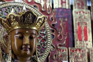 Quan Am, the Goddess of Mercy, Taoist temple. Jade Emperor pagoda (Chua Phuoc Hai), Ho Chi Minh City, Vietnam, Indochina, Southeast Asia, Asia