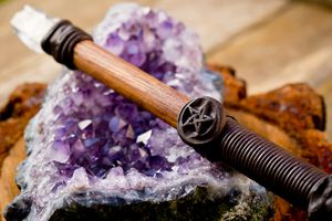 Wand with quartz crystal