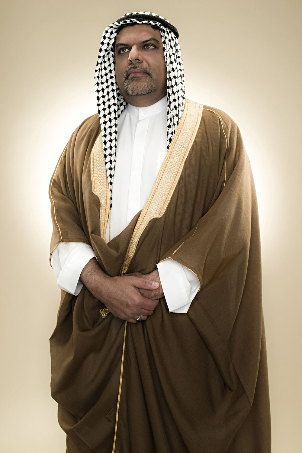 A man wearing a bisht over his thobe