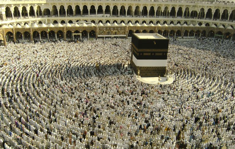 Muslim pilgrims get ready to pray in Mecca