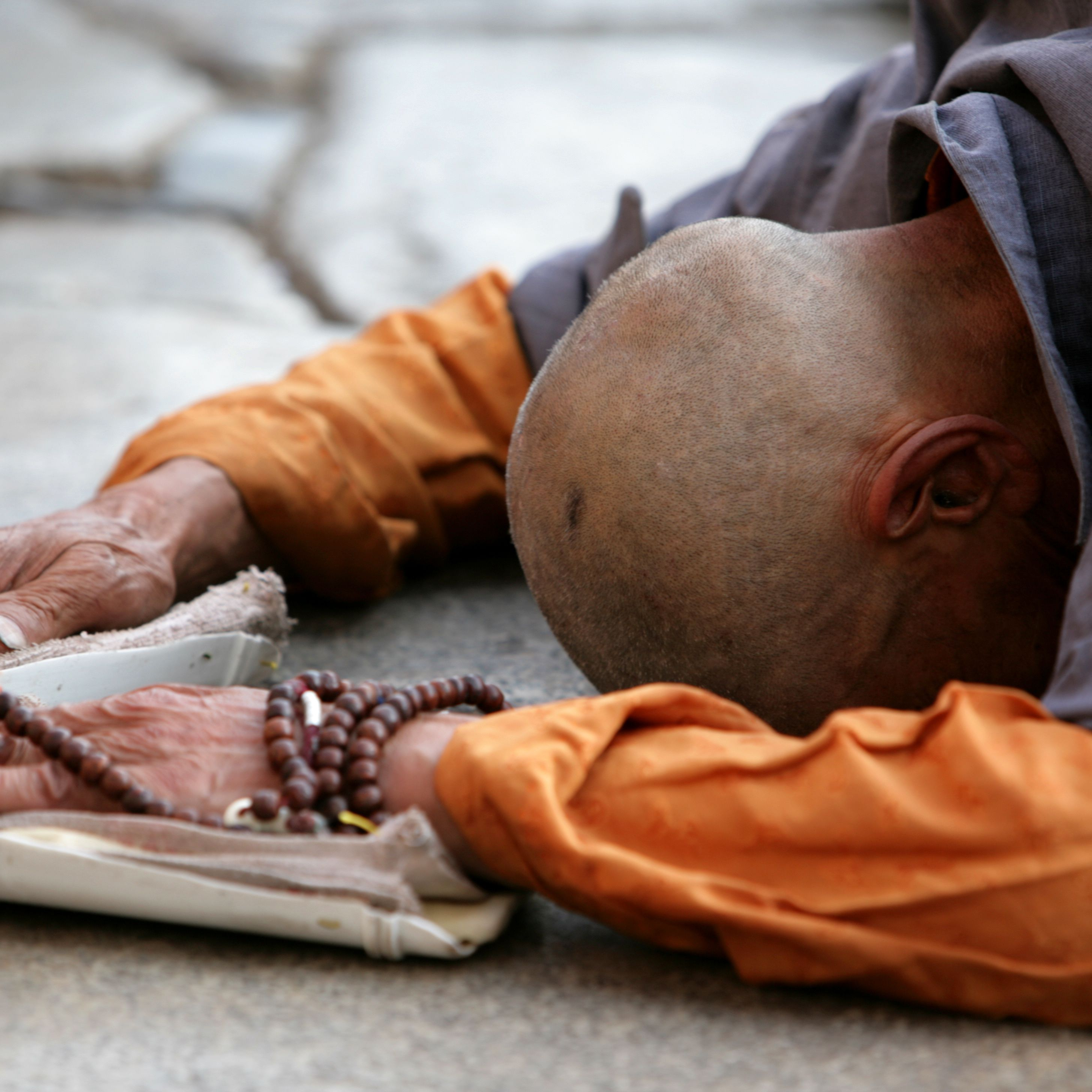 Bowing as a Buddhist Worship Practice