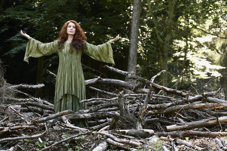 What Is a Hedge Witch? Practices and Beliefs