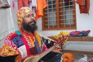 Tharundas baul, baul singer performing at Kollam